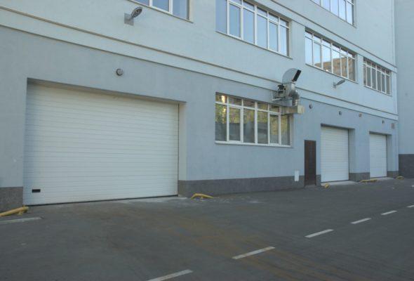 Секционные гаражные ворота с автоматикой